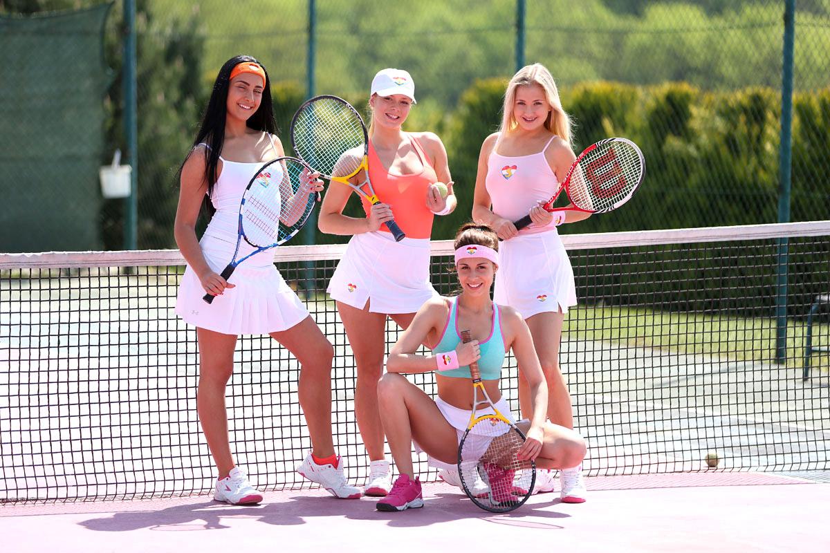 Martina navratilova, lesbian icon, quits professional tennis