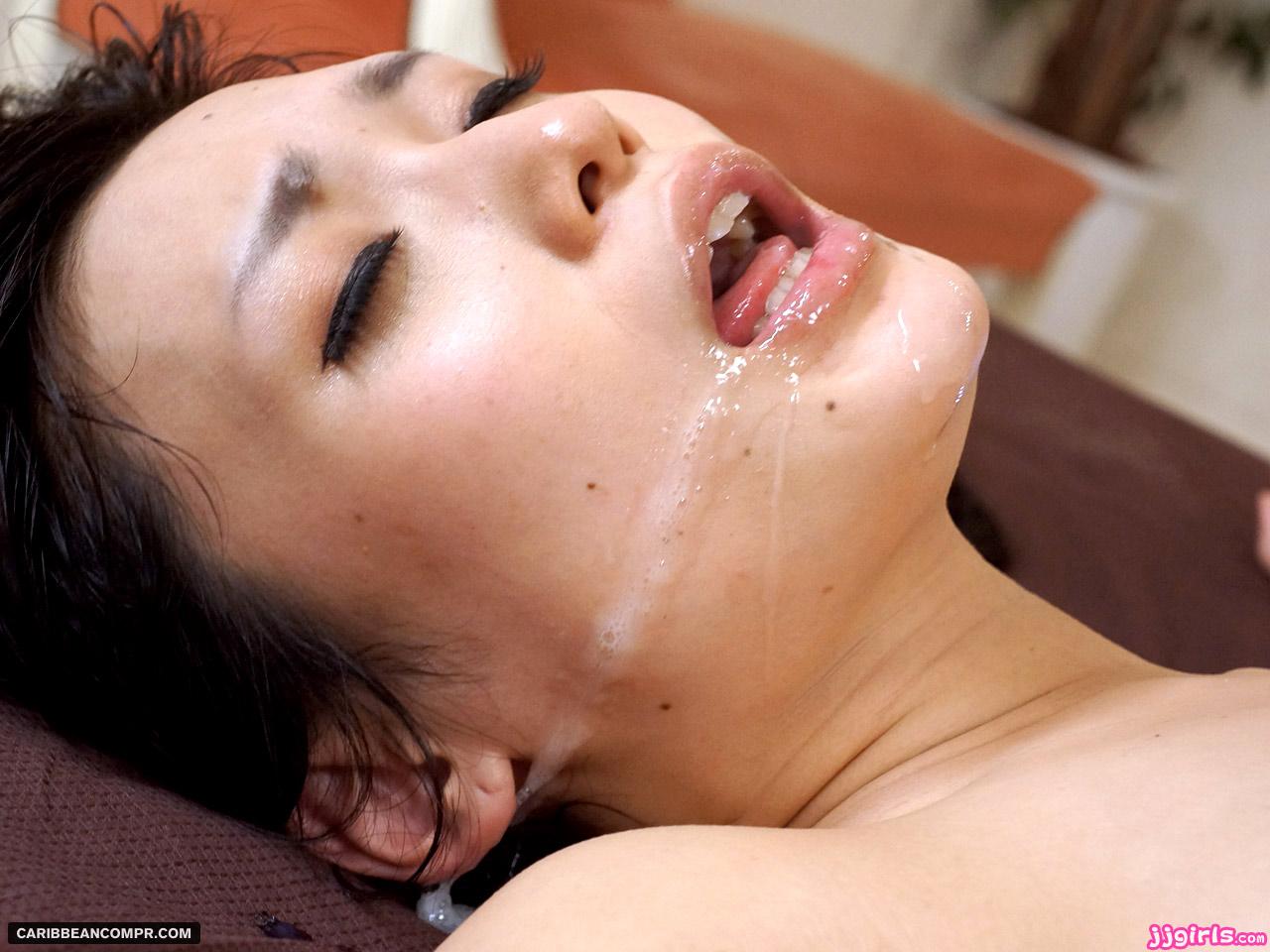азиаткам жестко кончают в рот каждый