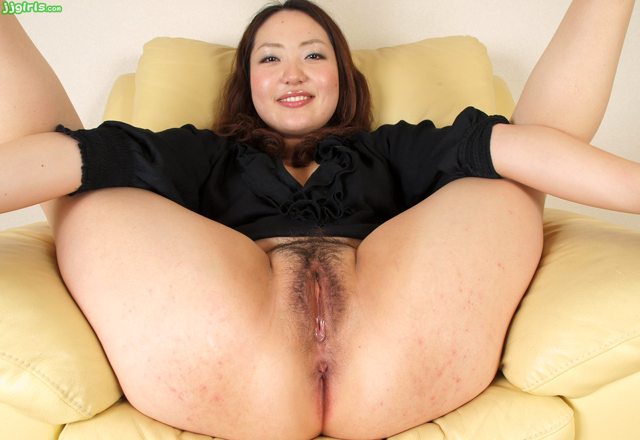 Nude gap shaved pussy